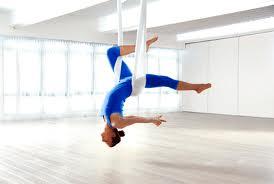 Lo yoga senza gravità, benessere in volo