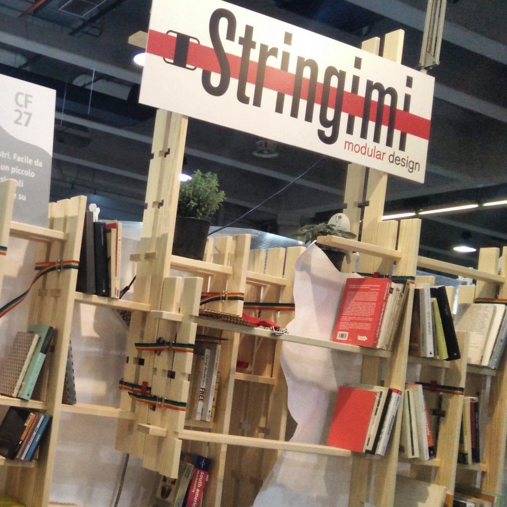 Fabrizio 1, prima si è inventato una libreria modulabile coi lacci